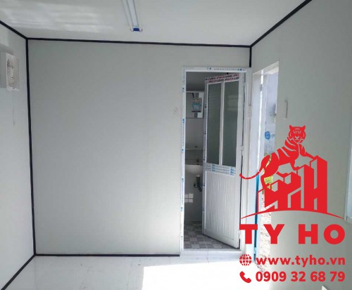 Thi công tấm panel trong container