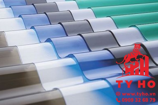 Tấm tôn lấy sáng Polycarbonate dạng sóng