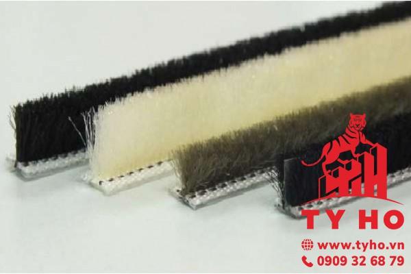 Gioăng lông cánh sử dụng cho cửa bản lề